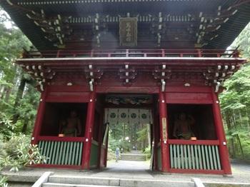 a-2御岩神社門.jpg